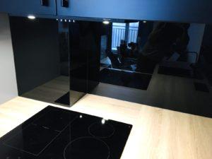 grafiki na szkle, druk na szkle, czarne szkło do kuchni