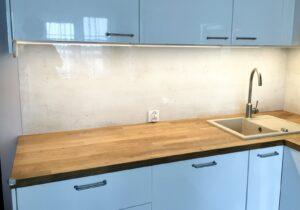 beton w kuchni druk na szkle